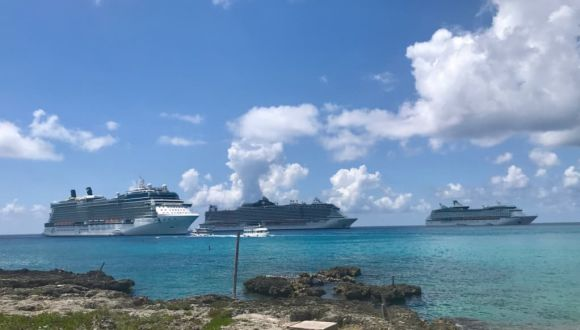 Vor Anker vor Grand Cayman, plus Seaside und AotS