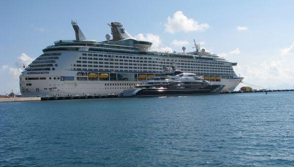 Blick vom Strand in St. Maarten