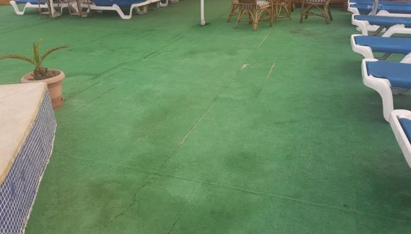 Pool und Teppich Grand Rose