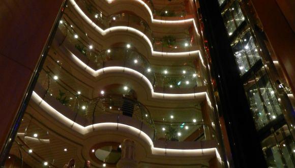 Blick von der Promenade (Deck 5 bis Deck 12)