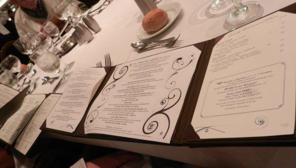 Speisekarte im Hauptrestaurant auch in Deutsch