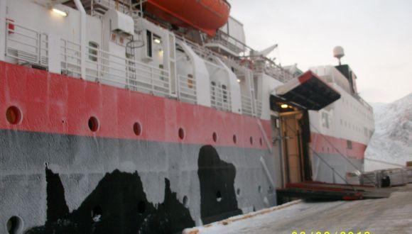 MS Vestaralen im Hafen von Alesund