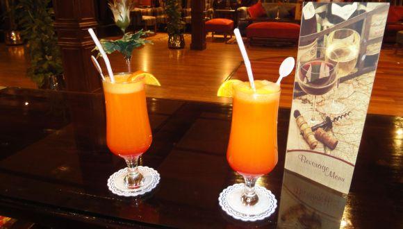 Cocktail aus frisch gepressten Orangen