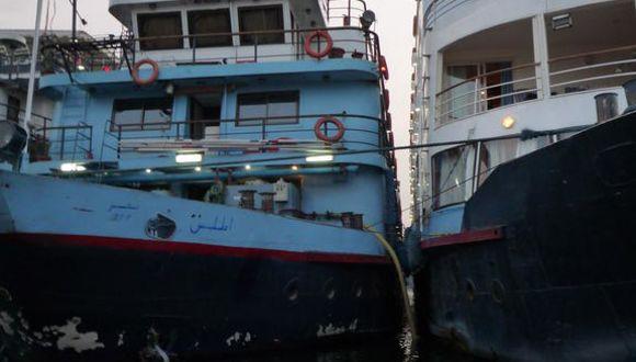 Nile Diva eingekeilt zwischen Nachbarschiffen