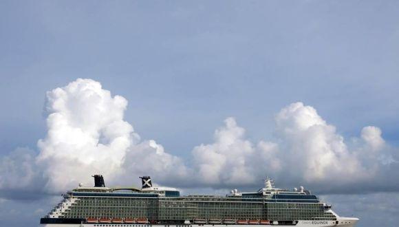 Schiff vor Grand Cayman auf Reede