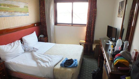 Zimmer mit sehr großem Fenster