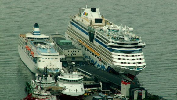 Delphin Voyager im Hafen von Bergen/Norwegen