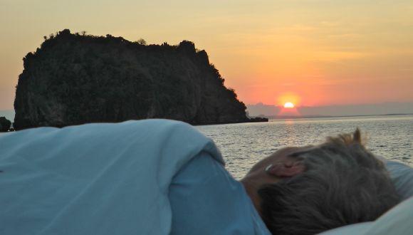 Aufwachen beim Sonnenaufgang