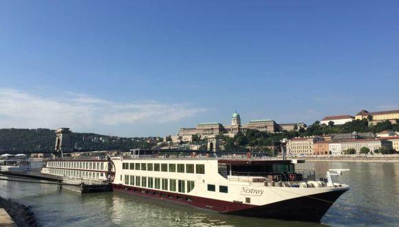 """An der Liegestelle """"Academia"""" in Budapest"""
