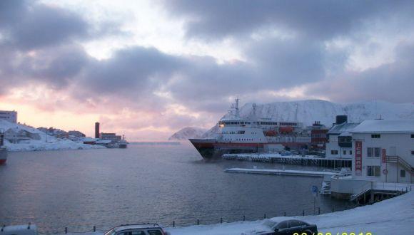 MS Vesteralen im Hafen von Hammerfest