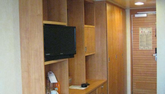 Schrank, Schreibtisch, TV