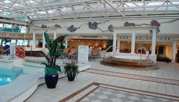 Park Cafe und Innen Pool
