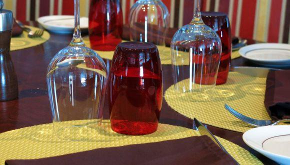Bunte Gläser im Tuscan Grille