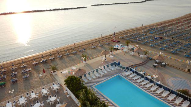 Club hotel bikini tropicana in lido di savio holidaycheck emilia romagna italien - Bagno cavallino lido di savio ...