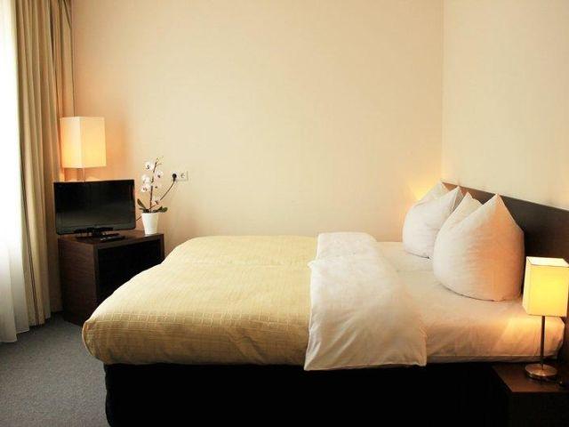 angebote hotel l tzow berlin mitte g nstig online. Black Bedroom Furniture Sets. Home Design Ideas