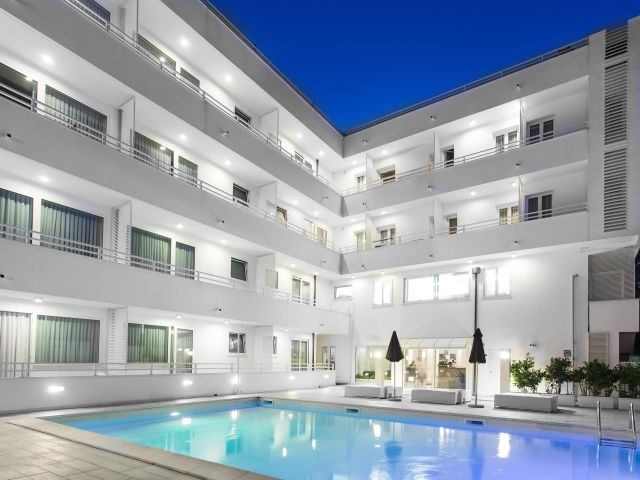 Angebote color mokambo shore design hotel cesenatico for Design hotels angebote