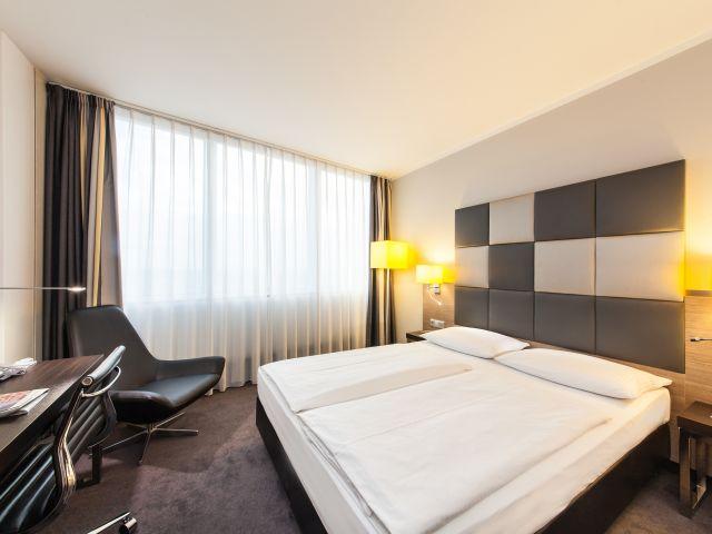 angebote select hotel berlin spiegelturm berlin spandau. Black Bedroom Furniture Sets. Home Design Ideas
