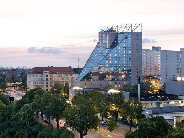 angebote estrel hotel berlin berlin neuk lln g nstig. Black Bedroom Furniture Sets. Home Design Ideas